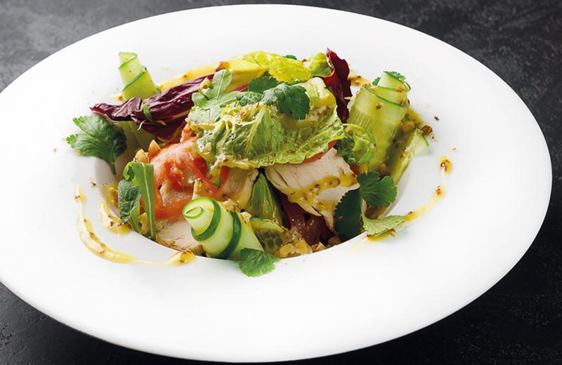Салат с цыпленком и горчичной заправкой