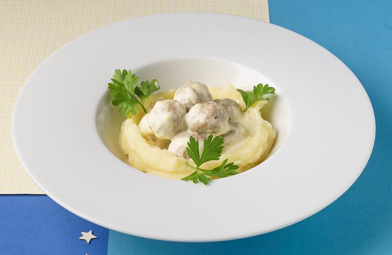 Фрикадельки из индейки с картофельным пюре
