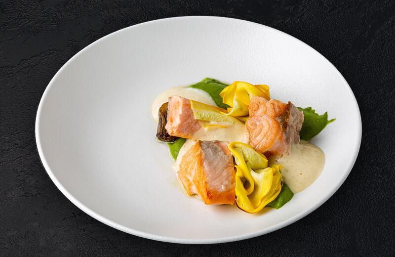 Заказ лосось с цукини и артишоками с соусом беарнез