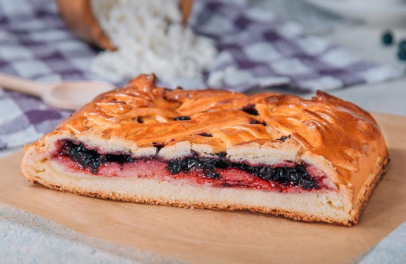 Пирог с чёрной смородиной и творогом 1кг