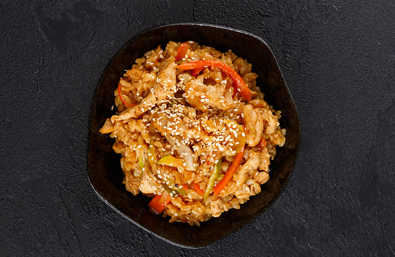 Рис с цыпленком, овощами и шампиньонами с соусом терияки