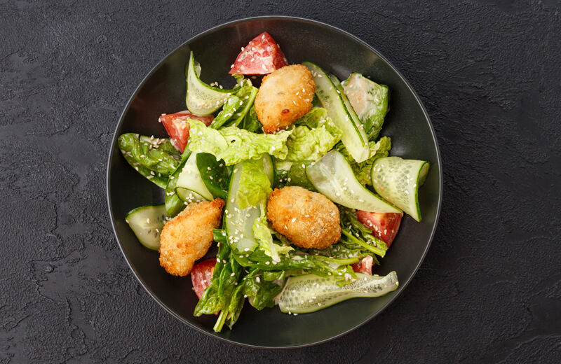 Салат с биточками из цыплёнка
