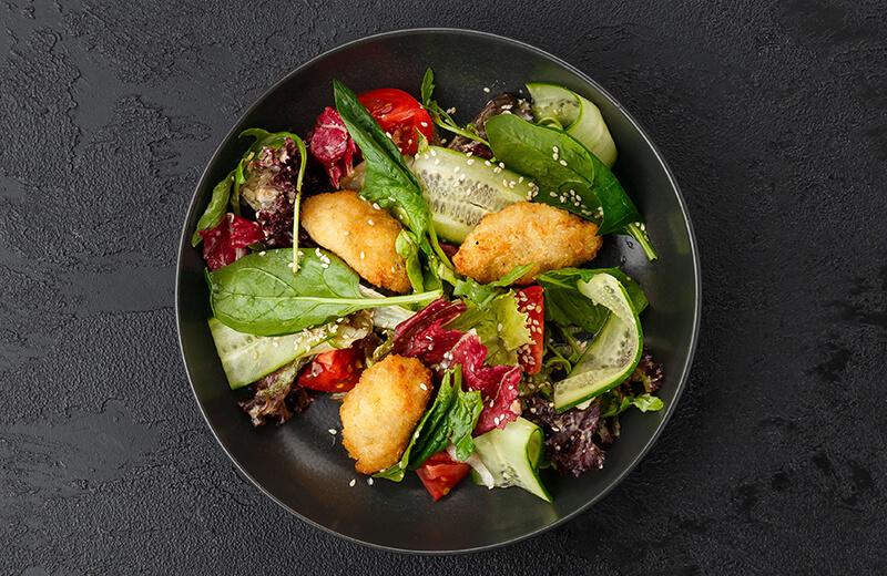 Салат с рыбными биточками