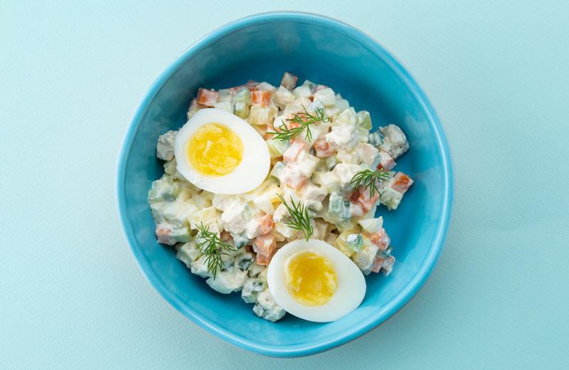 Овощной салатик с цыплёнком и сметаной