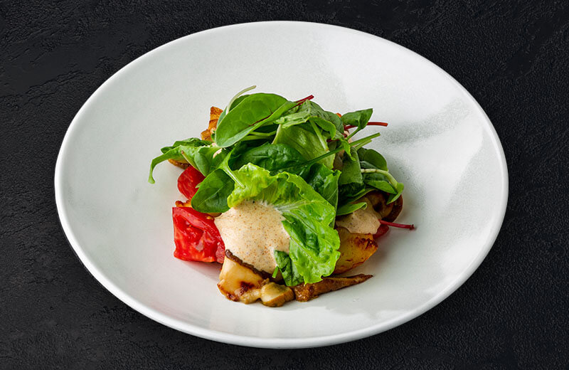 Заказать на дом салат с грибами, печёным картофелем и томатами